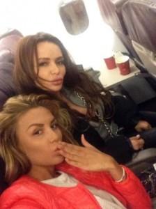 Моника в самолета за Италия