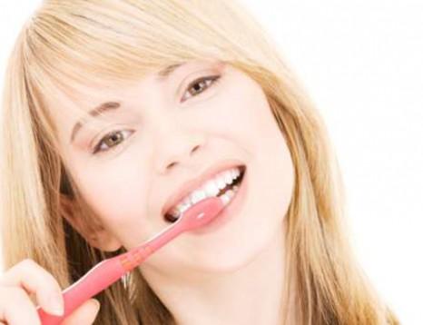 Избели зъбите си у дома