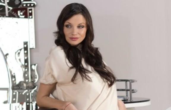 Диляна Попова избра да е самотна майка вместо да търпи Блатечки