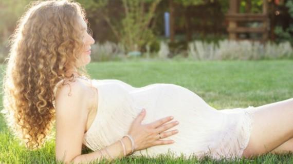 Как да се грижим за косата през бременността