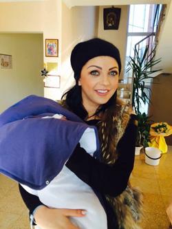 Емануела и бебето се прибраха у дома – първи снимки!