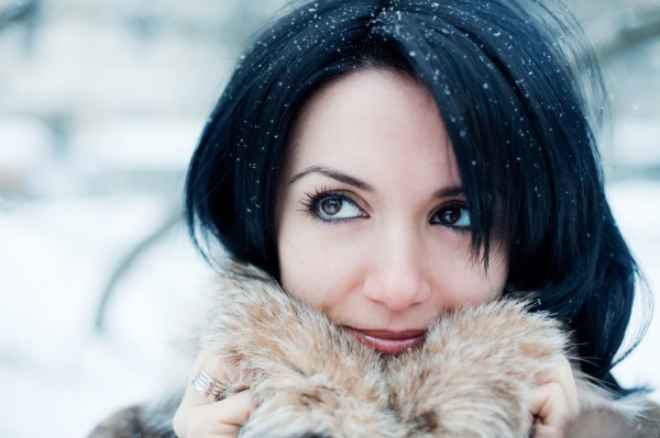 Young adult girl in winter park, shallow DOF