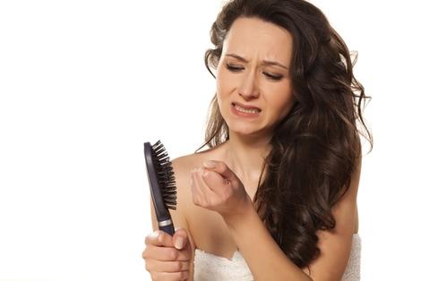 Защо губите косата си? Ето някои от причинители на косопад: