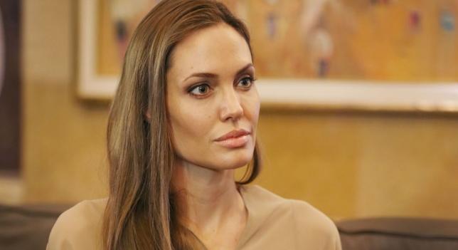 Шок! Анджелина Джоли си изряза и яйчниците!