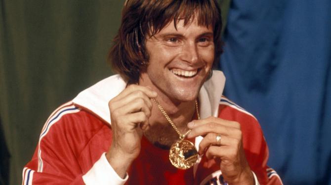 Брус Дженър с олимпийското злато по декатлон през 1976 г.