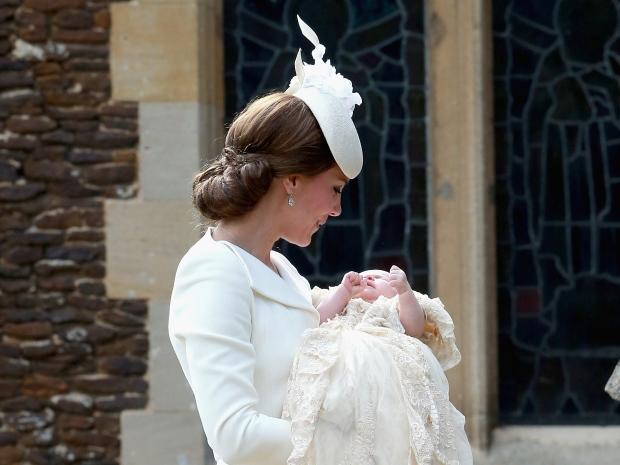 Уникални снимки от кръщенето на принцеса Шарлот – виж тук:
