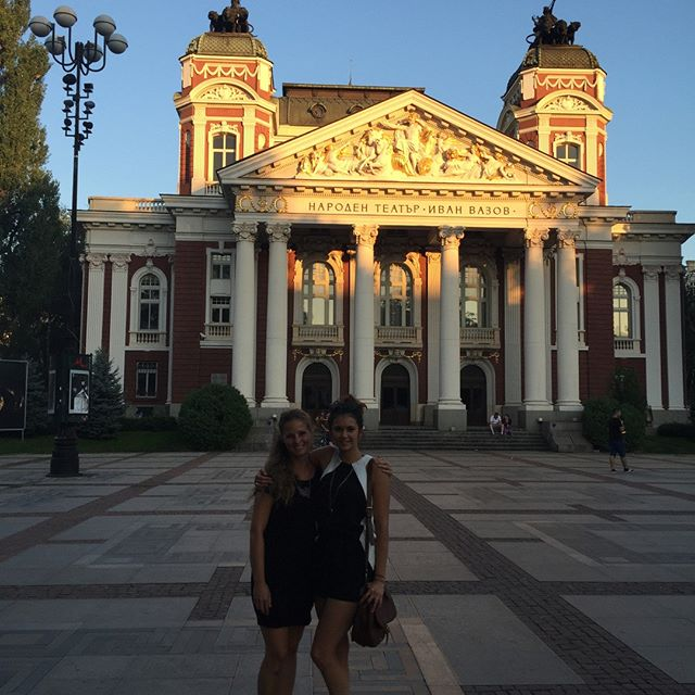 Нина Добрев на гости на баба и дядо в София – виж снимки: