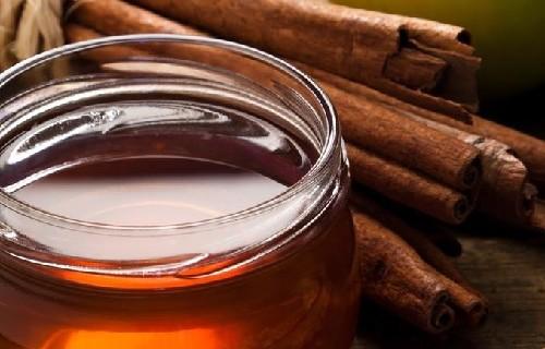 Защо да ядем всеки ден лъжица мед и канела?
