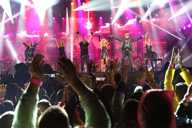 """70 000 пяха на стадион """"Васил Левски"""" заедно със Слави Трифонов и Ку- ку бенд"""