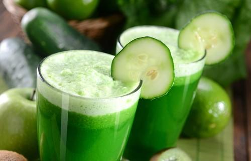 Сок за отслабване от ябълка, краставица и джинджифил