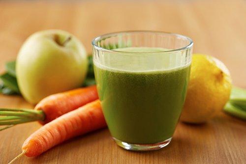 Вкусен сок за намаляване на кръвното и холестерола