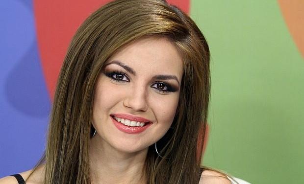 """Потрес! Невена Цонева се изложи с чалга версия на I will always love you на """"Новая волна"""" в Сочи – видео"""