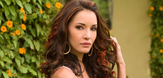 Колумбийската актриса Адриана Кампос умря в булчинска рокля!