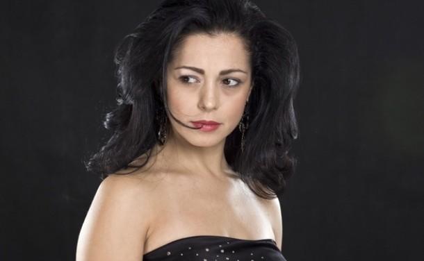 Елена Петрова фалира – бирници вземат и бащиния й дом за необслужени кредити