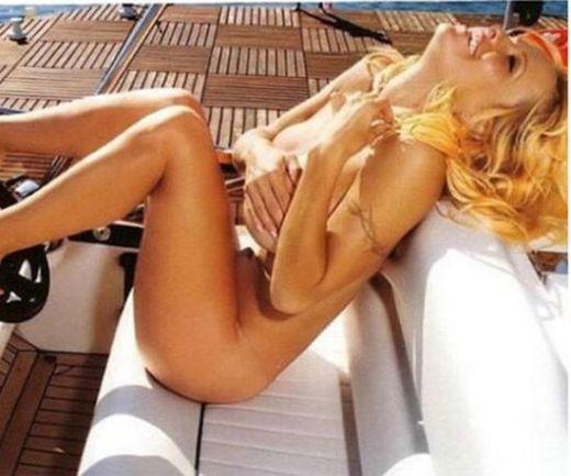 Памела Андерсън се пусна гола от щастие – ето какъв е поводът:
