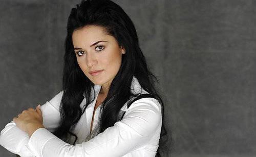 """Фериде от """"Чучулигата"""" избухна: Не ме сравнявайте с Моника Белучи!"""