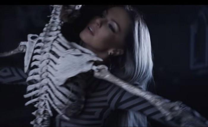Шок! Галена се натиска със скелет в скандален клип! – Видео: