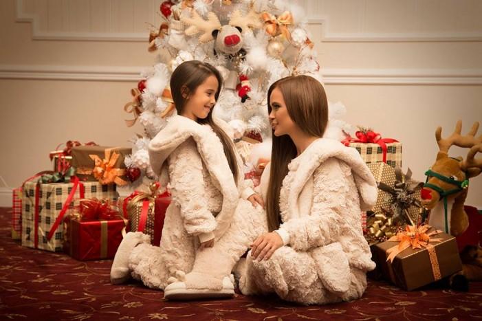 Мария и дъщеря й Марая в супер сладка фотосесия за Коледа – снимки тук: