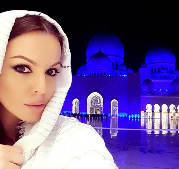Галена мами, че спи в хотела на шейха на Абу Даби