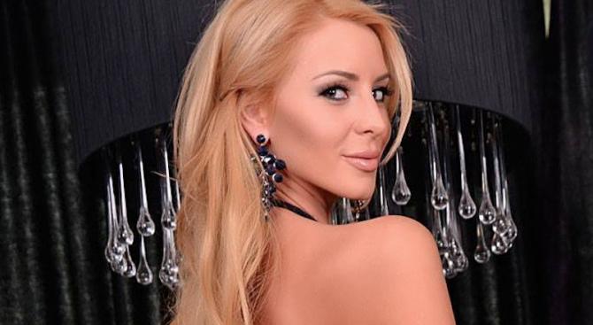 Елена Кучкова – най- желаната секс партия за Свети Валентин!