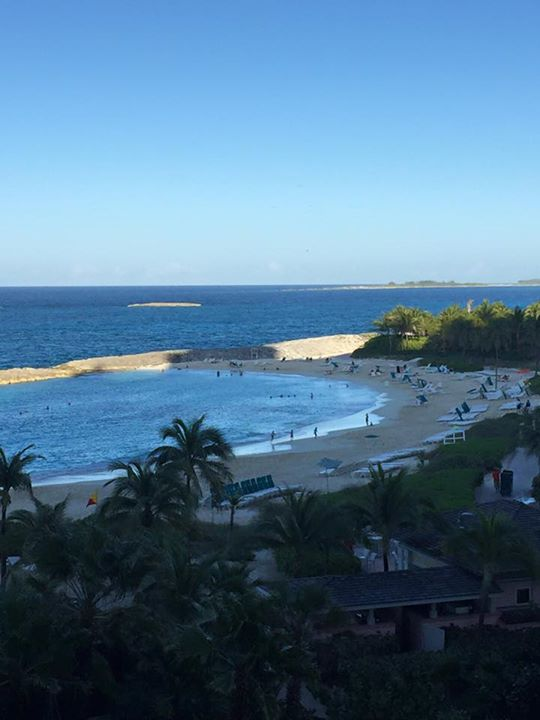 Гледката от хотела на Емилия и Коко
