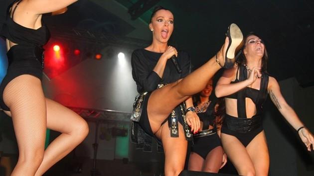 Потрес! Галена си опипва гениталиите по време на участие! Шок Снимка: