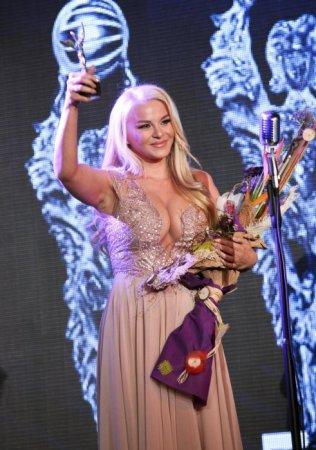 Деси Слава взе наградата за дует, която спечелиха с Галена