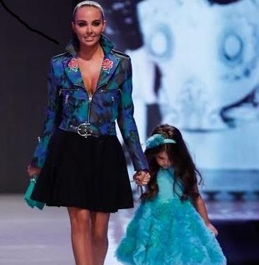 Николета и Никол дефилират на модно ревю