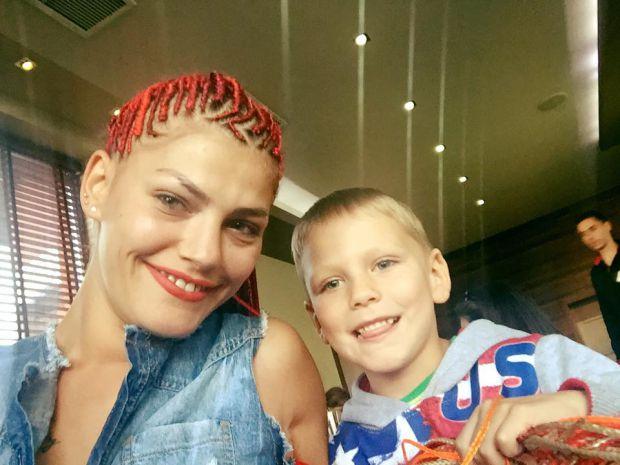 Жана Бергендорф оставя сина си, за да се лекува