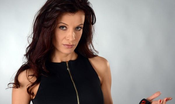 Яна Маринова изду страховито бюста си с нов силикон! Снимка: