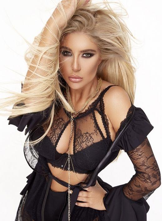 Андреа взриви интернет с еротична фото сесия – Снимки: