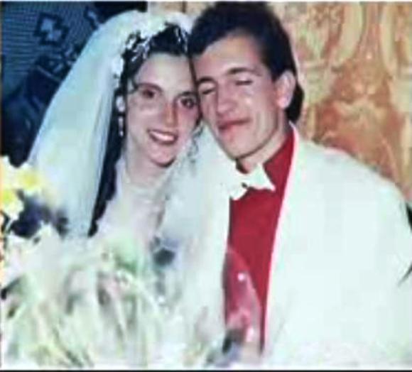 Годжи и Даниела са на 18, когато се женят