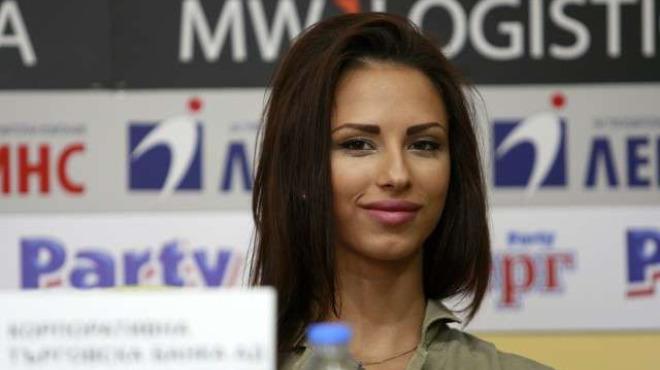 Сензация! Първа снимка на гимнастичката Цветелина Стоянова след инцидента!