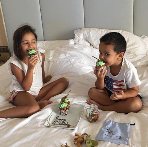 Марая с братчето си Иво в Дубай