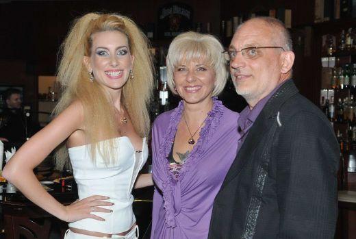 Антония Петрова с родителите си Ана и Иван