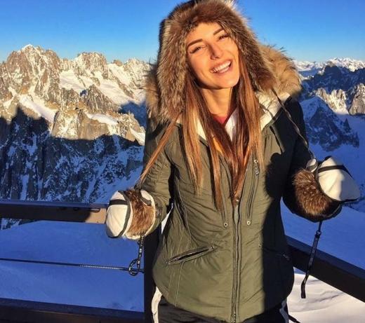 Вижте в какъв Лукс скандалната Александра Богданска посрещна 2017- а! СНИМКИ: