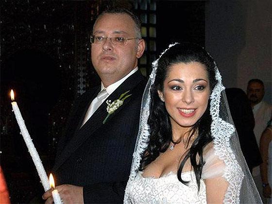 Елена Петрова върти опашка около мъжа си! Иска да си върне гръцкия милионер! Виж тук: