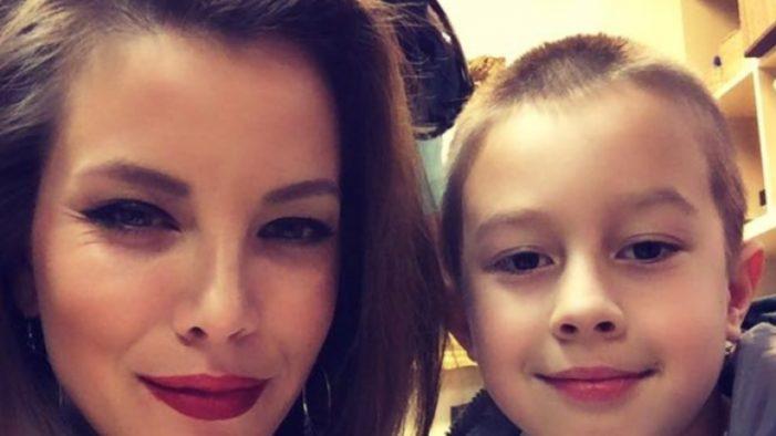 Ето как синът на Емилия я просълзи на 8 март – СНИМКА: