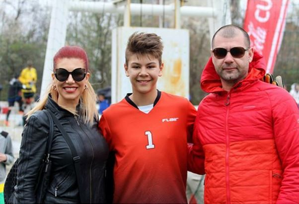 Кристиан с мама и татко