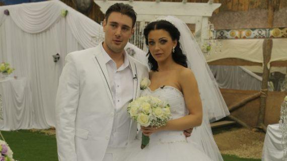 Бившият съпруг на Емануела се угои и заби скандална златотърсачка! Виж Тук: