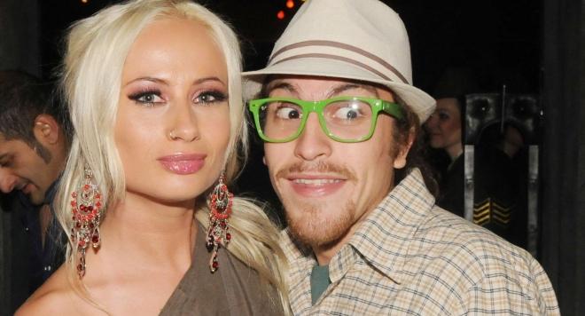 Развеждат ли се Бебо Халваджиян и Алекс Енева? Виж само тук: