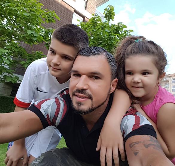 Чудо! Валери Божинов заряза купоните и гаджето, за да бъде с децата си! СНИМКИ + ВИДЕО: