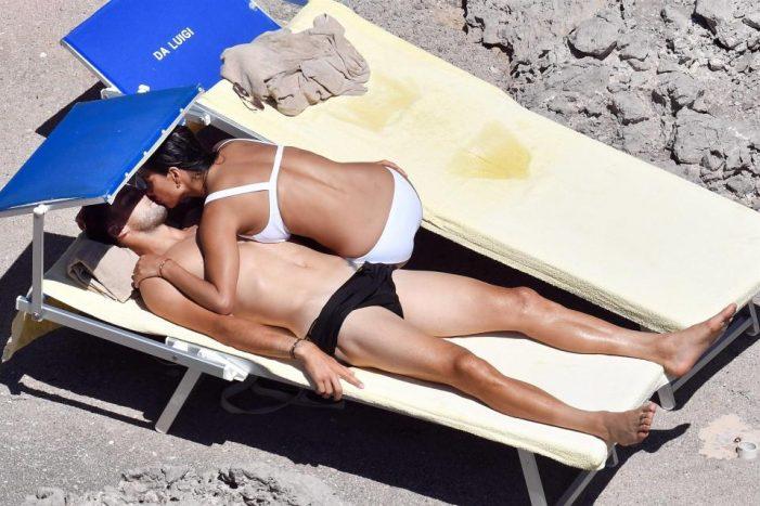 Летни страсти! Григор Димитров и Никол се натискат на плажа! СНИМКИ: