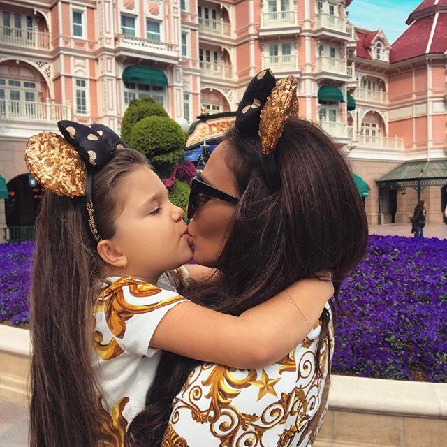Николета Лозанова разгневи майките с нелепа снимка на 5- годишната си дъщеря! Виж Тук: