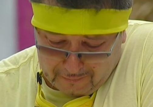 Петров плаче