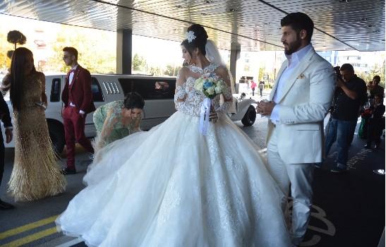 Уникални снимки от сватбата на Фики и Гюлджан! Виж Тук: