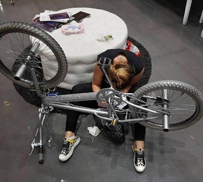 Дизайнерката Паолина Крушкина купила камъни за 3 бона за колелото на Галена