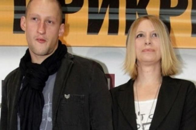 Ваня Щерева с гаджето си Александър