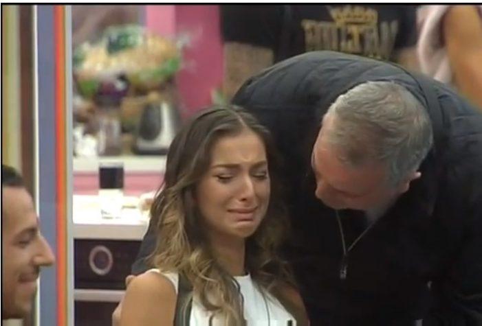 Бащата на Александра Богданска влезе в къщата! Ето какво се случи: