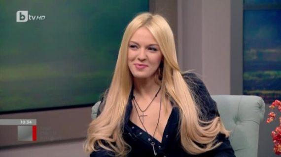 Натали Трифонова запали мрежата с минижупа си! СНИМКА: